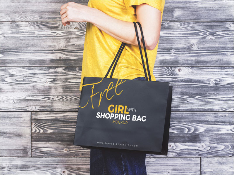 Free-Girl-With-Shopping-Bag-MockUp