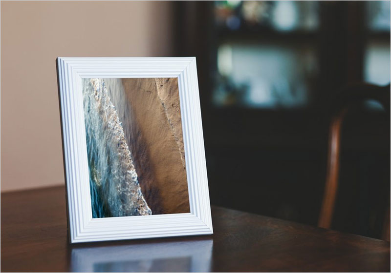 Free-Small-Photo-Frame-on-a-Table-Mockup